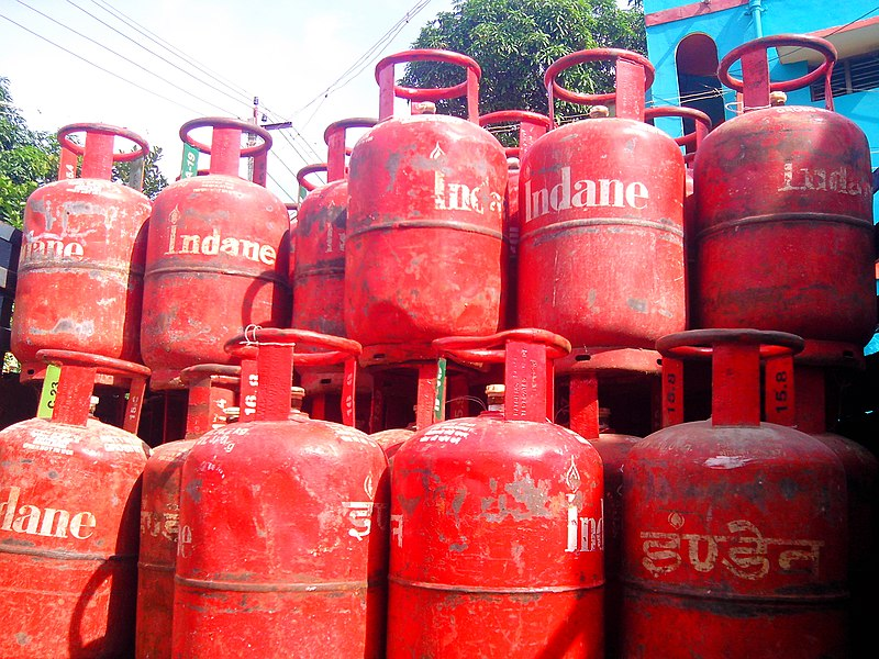 Non-subsidized LPG Cylinders Cut by Rs.113
