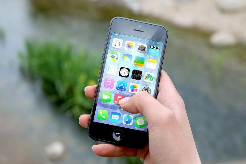 Era of smartphone and dumb user
