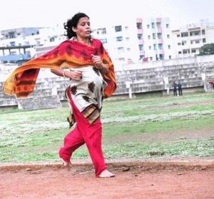 9 month pregnant woman sets record by running 5 km
