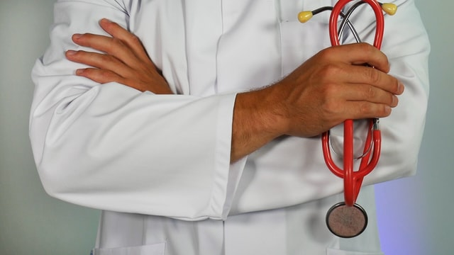 Mumbai Doctors suspended for putting up ads