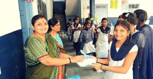 Couple takes care of hygiene in Municipal Schools