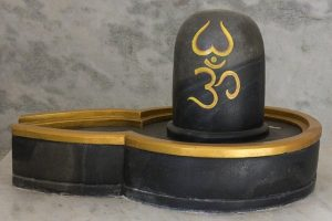 The Shivling that changes color thrice a day