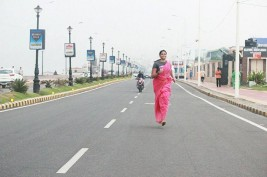 30 year old woman ran 350 km barefoot