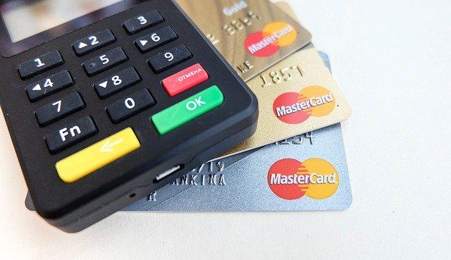 Petrol Pumps accept credit/debit cards till January 13