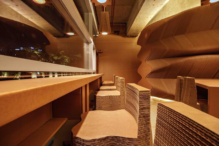 Mumbai café made from cardboard
