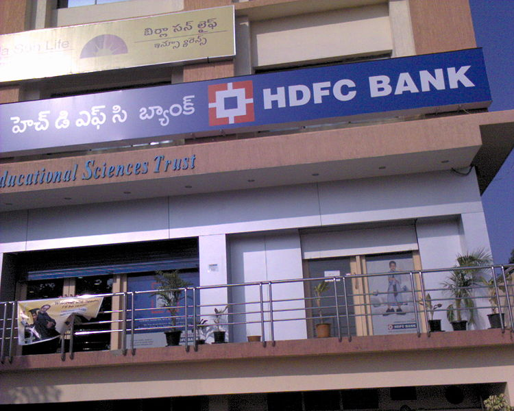 HDFC rises late payment charges on credit card
