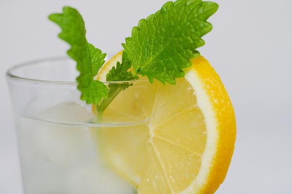 Surprising health benefits of lemon water