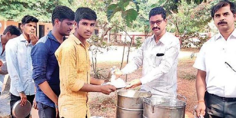 College lecturers feed students