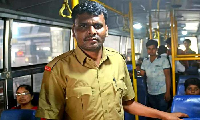 Bus conductor clears UPSC exam