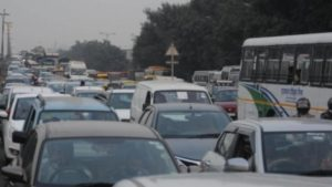 Man has to manage traffic in UP after complaining about traffic jam