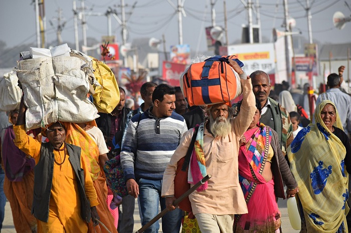 Don't charge fare from migrants: SC