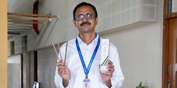 Professor makes Coconut Leaf Straws