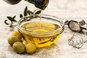 Olive oil hair masks help grow lustrous hair