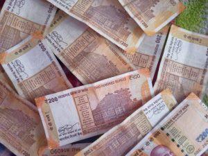 Honest lottery seller hands over jackpot ticket to customer